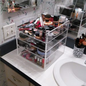 Acrylic Makeup Display Case 3 drawer